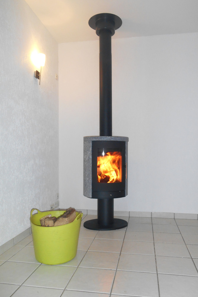 chauffage bois auvergne installateur p ele et chemin e. Black Bedroom Furniture Sets. Home Design Ideas