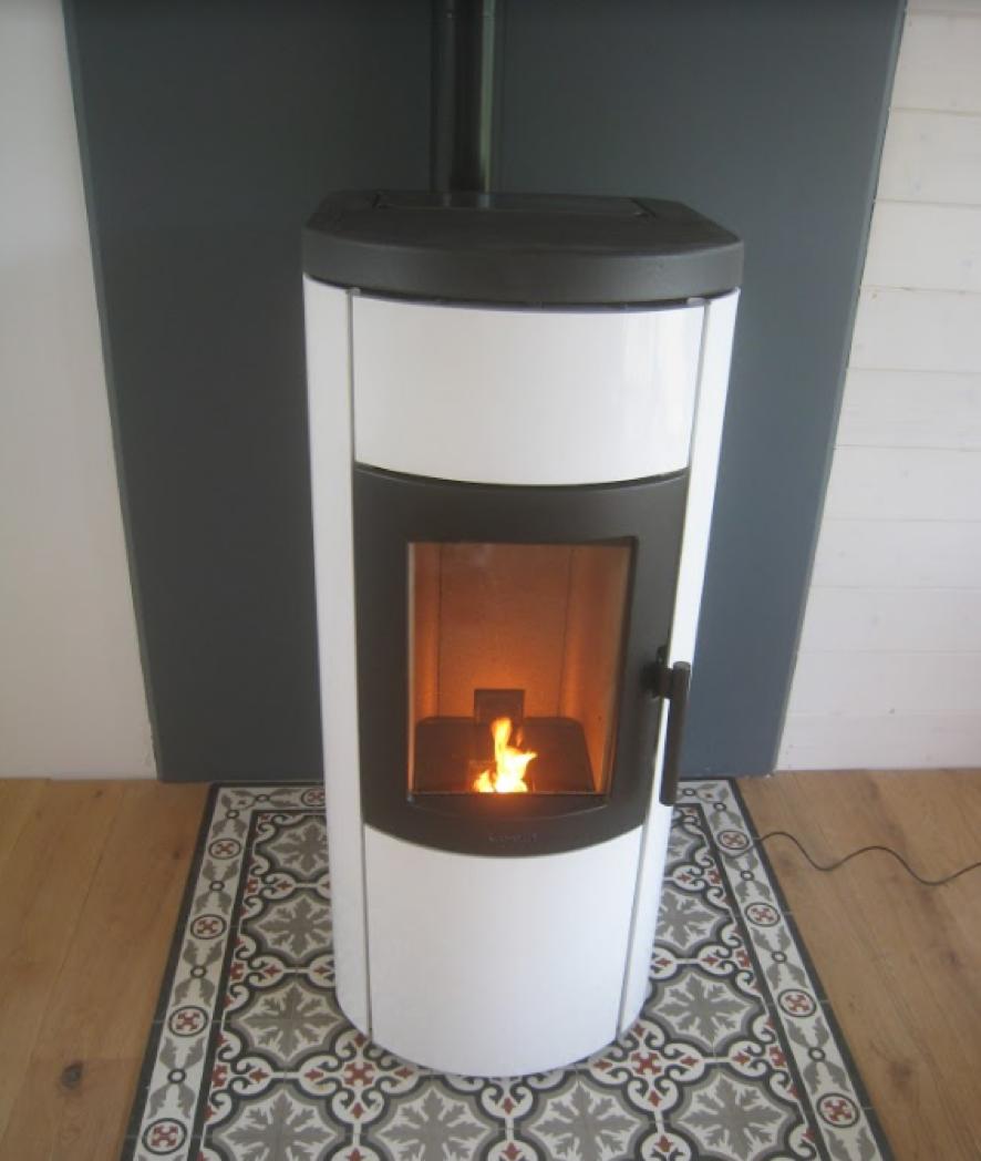 chauffage maison la pose d un po le granul. Black Bedroom Furniture Sets. Home Design Ideas